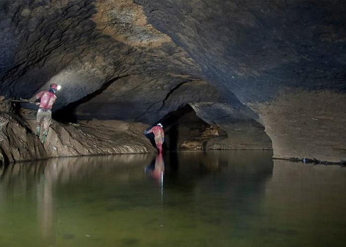 Dangerous Places in Iran - Parau Cave